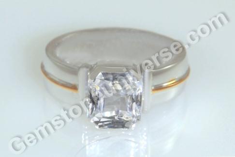 Natural White Sapphire of 4.66 carats Gemstoneuniverse.com