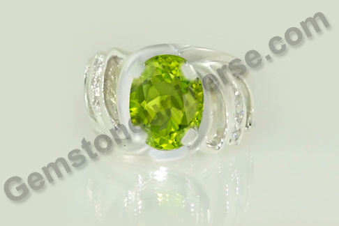 Natural Pakistan Peridot of 3.47 carats Gemstoneuniverse.com