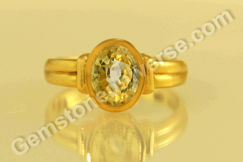 Natural Yellow Sapphire of 3.01 carats Gemstoneuniverse.com