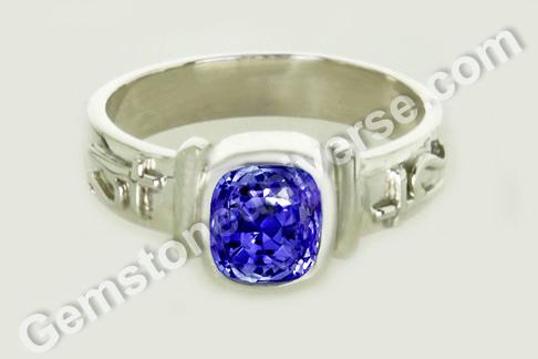 Natural Blue Sapphire of 2.77 carats Gemstoneuniverse