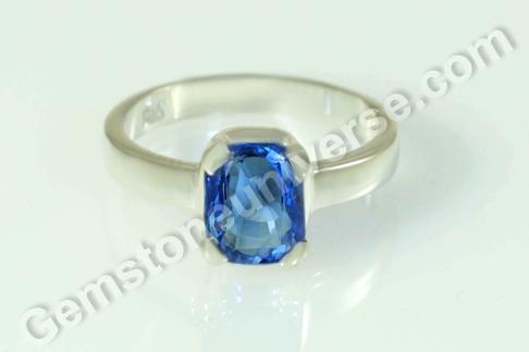 Natural Blue Sapphire of 3.01 carats Gemstoneuniverse